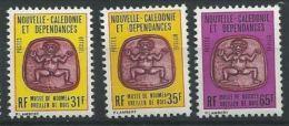 """Nle-Caledonie Service YT 34 à 36 """" Oreiller De Bois """" 1983-84 Neuf** - Dienstpost"""