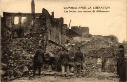 CPA CAMBRAI Apres La Liberation Les Boches Aux Travaux De Deblaiement (422894) - Cambrai