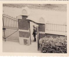 GUERRE 40 45 PHOTO BRAINE LE COMTE PASSAGE SOLDAT ALLEMAND  RUE DES POSTES ECOLE NORMALE - Collections