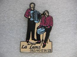 """Pin's Du Groupe """"Duo La Luna"""". Accordéon Et Batterie - Musica"""