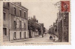 Nort Sur Erdre - La Haute Grande-Rue (Hotel De Bretagne - Café Du Jour) Timbre Petain 1f20 - Nort Sur Erdre