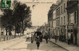 CPA FONTENAY-le-COMTE Rue De La République (868992) - Fontenay Le Comte
