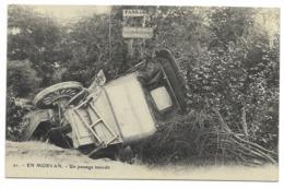 71-EN MORVAN-Un Passage Interdit... Accident De Voiture - Autres Communes