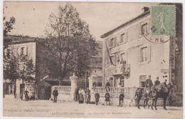 SATILLEU La Caserne De Gendarmerie Tres AnimeeTBE - Autres Communes