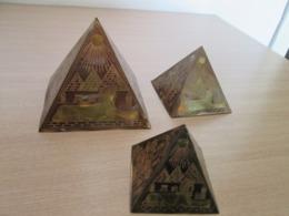 THREE VINRAGE EGYPTIAN PYRAMID - Oriental Art