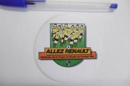 Autocollants Stickers Sport Football Grand Jeu Coupe Du Monde 1982 Avec RENAULT - Autocollants