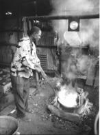 Photo Cameroun. Yaounde. Petite Fonderie De Casseroles, Faubourg De Tsinga Photo Vivant Univers 1975 - Afrique