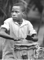 Photo Cameroun. Jeune Joueur De Jembé Photo Vivant Univers 2000 - Afrique