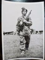 PHOTO Presse WW2 WWII : MITRAILLEUSE Britannique Capturé Sur BOMBARDIER RAF - Oorlog, Militair