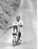 Photo Cameroun .jouets Artisanaux , Moto  Photo Vivant Univers 2000 - Afrique