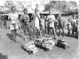 Photo Cameroun   Jouets Artisanaux Petites Autos  Photo Vivant Univers 2000 - Afrique