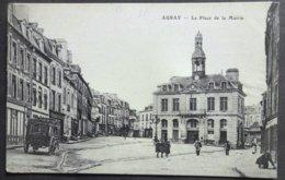 CPA 56 AURAY - La Place De La Mairie - Grand Hôtel Du Pavillon, Avec Son Fourgon - Réf X 14 - Auray