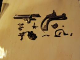 Lot De Pièces De Revolver Type S&W à Brisure (top Breaks) - Decorative Weapons