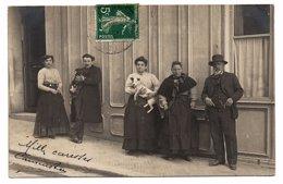 PHOTO-CARTE - Groupe De Personnes à Identifier (2 Tenant Un Chien) (Y86) - Fotografía