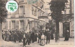 78 - Très Belle Carte Postale Ancienne De VERSAILLES   L'Hotel De Ville Très Animée - Versailles