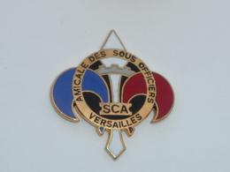 Pin's AMICALE DES SOUS OFFICIERS S.C.A. DE VERSAILLES - Militaria