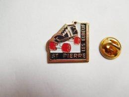 Beau Pin's , Roller Skating , Patins à Roulettes , Saint Pierre Les Elbeuf - Badges