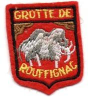 ECUSSON FEUTRINE ROUGE         GROTTE DE ROUFFIGNAC    MAMMOUTH - Patches