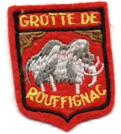 ECUSSON FEUTRINE ROUGE         GROTTE DE ROUFFIGNAC    MAMMOUTH - Blazoenen (textiel)