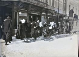 Très Rare Photo Sur Plaque De Verre  12 X 9 Cm Chargement Des Touristes Hôtel Davos Suisse 1900-1910 - Glasdias