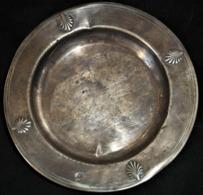 COUPE PLATE ARGENT MASSIF 19e S. à DECORS De COQUILLES SAINT-JACQUES - Minerve Casquée Premier Titre - Poinçon De Maître - Silverware