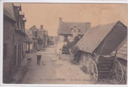 14 CABOURG La Rue Du Commerce , Charette , Piéton Avec Son Chien - Cabourg
