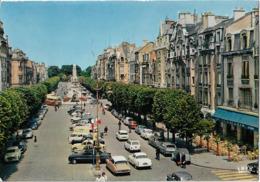 REIMS - Place Drouet D'Erlon - Voiture : Citroen DS - Ami 6 - 2CV - Simca - Peugeot 404 - 403 - Autobus - Reims
