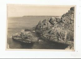 """LA POINTE DU RAZ (FINISTERE) PHOTO ANCIENNE """"LE MOINE COUCHE""""  (PHOTO CHEMIN DE DER D'ORLEANS EXDPLOITATION) - Plaatsen"""
