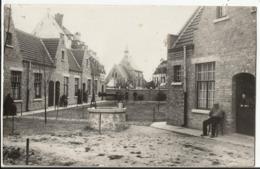 DIKSMUIDE - Fotokaart - Binnenste Begijnhof, Met Op De Achtergrond De Kapel. - Diksmuide