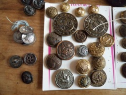 Collection De 170 Boutons Environs Anciens Sur La Chasse, Postes Et Télégraphes, Gendarmerie, Colonie De Mettray - Altre Collezioni