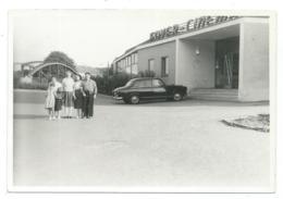 1 -ANCIENNE PHOTO ANIMEE TÜBINGEN TUEBINGEN 1958 AUTO VOITURE SIMCA ARONDE DEVANT FOYER CINEMA BADE WURTEMBERG ALLEMAGNE - Tuebingen