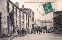 CPA Saint Aubin Des Ormeaux (85) Rue De Saint Martin Grosse Animation Rare TBE  Voyagée 1915   Ed Poupin - France