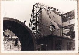 X66009 Photographie 10x12 MONT-LOUIS Pyrénées Orientales FOUR SOLAIRE Miroir Central Et Bâtiment 1950s - Autres Communes
