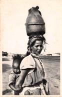 MAROC - Types - Porteuse D'eau Et Son Mouchachou (CPSM Petit Format) - Autres