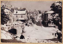 X66139 FONT-ROMEU Pyrénées Orientales Magasin PYRENEES SPORT Rue Principale Sous La Neige 1950s Photo GERARD 14 - Frankreich