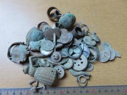 Lot De Divers Boutons, Médailles, Bagues Et Objet Divers A Identifié ! Pour Collectionneur -Voir Les 10 Photos Argent Or - Monnaies & Billets