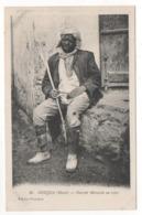 86 -  OUDJDA (Maroc) - Ouvrier Marocain Au Repos. Carte Postale En Noir Et Blanc. Edition Benichou - Autres