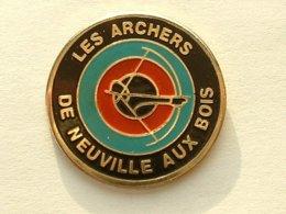 PIN'S TIR A L'ARC - ARCHERS DE NEUVILLE AUX BOIS - Boogschieten