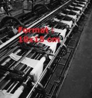 Reproduction D'une Photographie Ancienne D'une Unité De Production De Bas Nylon En 1946 - Reproducciones