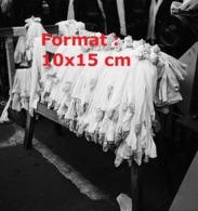Reproduction D'une Photographie Ancienne D'un Stock De Bas Nylon Sortis Des Unités De Production En 1946 - Reproducciones