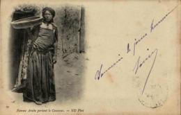 Algérie - Femme Arabe Portant Le Couscous - Women