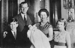 FAMILLE ROYALE D ANGLETERRE - QUEEN ELIZABETH II PRINCE PHILIP ET  LEUR TROIS ENFANTS - Familias Reales