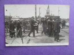 CPA PHOTO ? 17 ROCHEFORT 16 JUIN 1923 FUNERAILLES DE PIERRE LOTI EMBARQUEMENT SUR LE CHAMOIS - Funérailles