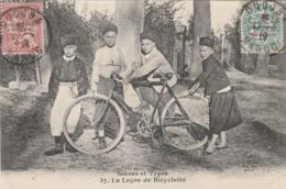 "CPA MAROC MAROCCO Scènes Et Types Enfant ""La Leçon De Bicyclette""  Cycliste Vélo Cycling Radsport  (2 Scans) - Radsport"