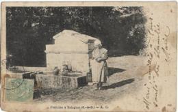 D63 - SOLAGNAT - FONTAINE DE SOLAGNAT -  Femme Avec Un Seau Près De La Fontaine - PRECURSEUR - France