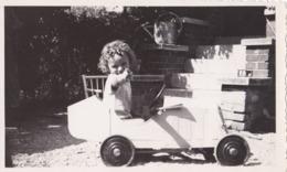 PHOTO ANCIENNE  Enfant Et Sa Voiture A Pédale Type Bugatti ? Jouet - Automobiles