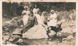 FASHION MODE - Flapper Ladies WOMEN FEMMES With Beret Chapeaux & Umbrellas - Albumine Photo 11x7cm 1920' - Personnes Anonymes