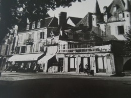 """Beaulieu (Corrèze) - Place Du Général Marbot - Commerces """"Aux Travailleurs"""" Et Autres - Cachet Postal Daguin - France"""
