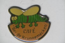 """Pin's - Animaux ABEILLE / Café """"bei Der Brunnemécken"""" 6777 GREVENMACHER LUXEMBOURG - Animaux"""