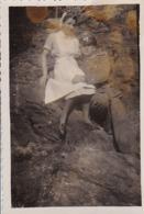 Foto Deutscher Soldat Mit Krankenschwester -  2. WK - 8*5,5cm (44184) - Guerre, Militaire